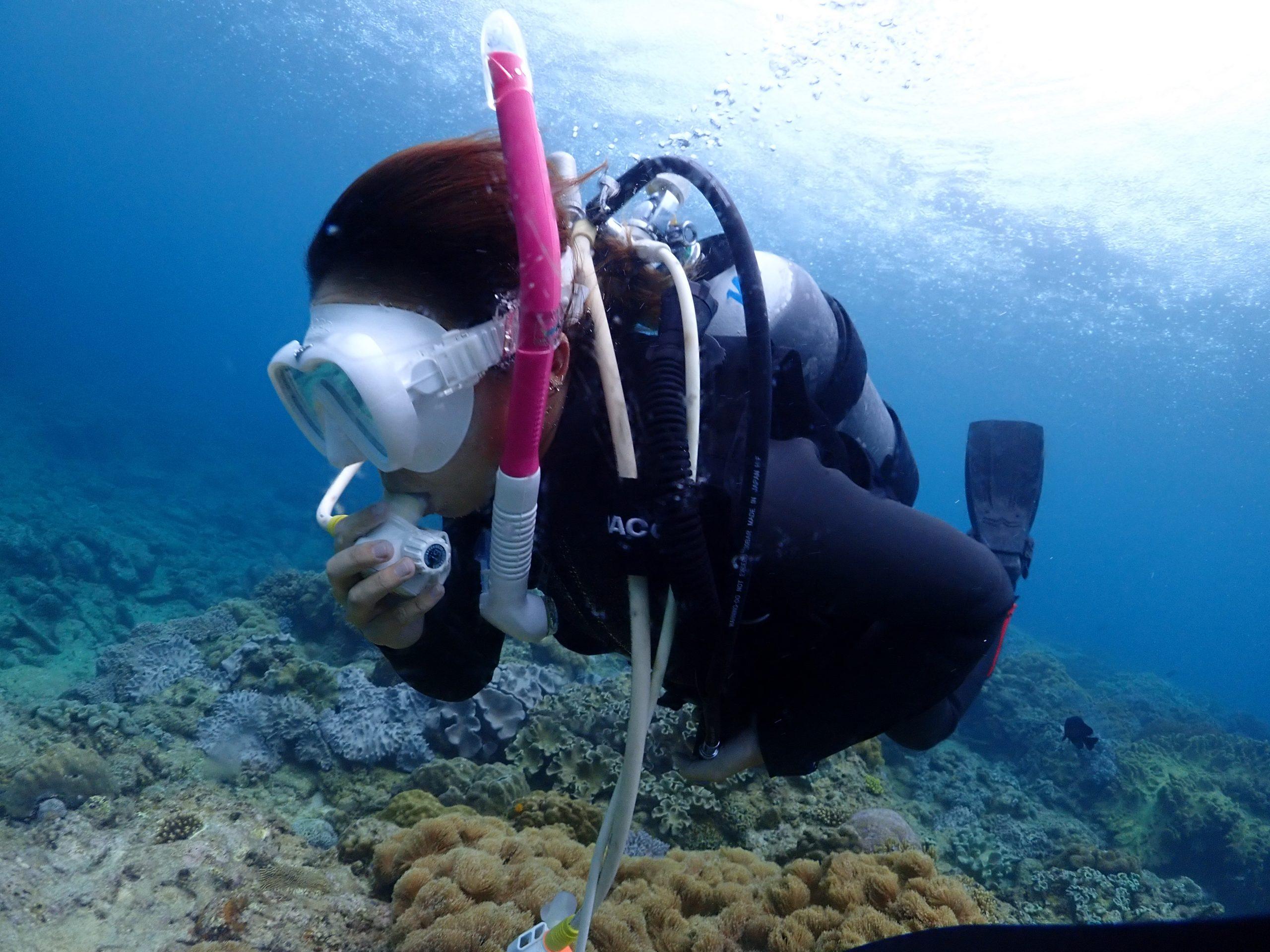 地元沖縄の女の子とダイビングライセンス講習。